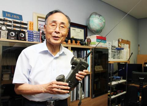 ADD 시절 개발한 군용무전기에 대해 설명하는 서정욱 전 장관 ⓒ심재율 / ScienceTimes