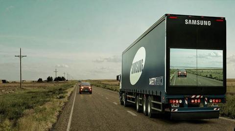 세계에서 교통사고 발생률이 가장 높은 아르헨티나에 편도 1차선 도로가 많은 점에 주목해, 트럭 후면에 4개의 디지털 사이니지를 설치해 대형 트럭의 뒤에 있는 차가 안전하게 추월할 수 있도록 한 세이프티 트럭 캠페인. ⓒflickr.com