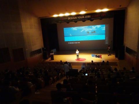 한국여성과학기술인지원센터(WISET)는 청년들이 다가올 미래사회를 지혜롭게 대처해나갈 수 있도록 해법을 제시해 줄 스타급 멘토들을 무대에 세웠다. 가득 찬 객석과 무대는 열띤 에너지로 가득차올랐다. ⓒ 김은영/ ScienceTimes