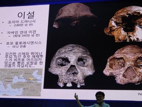 지난 8월 코엑스에서 열린 북콘서트에서 윤신영 기자는 인류의 기원을 찾아가는 여정을 상세히 안내했다. ⓒ 김은영/ ScienceTimes