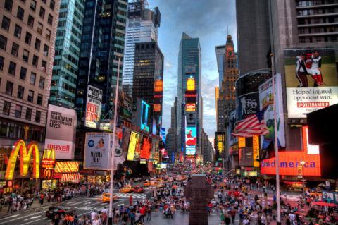 세계적인 광고 스트리트인 뉴욕 타임스 스퀘어. 연내 국내에도 타임스 스퀘어와 같은 디지털 광고 거리가 생길 전망이다. ⓒ commons.wikimedia.org
