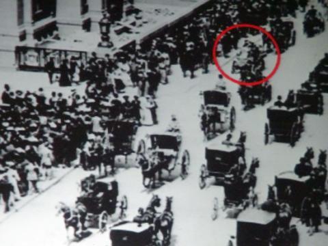 1900년 뉴욕 5번가 사진. 마차가 도로를 점령 중이다. ⓒ wikipedia.org