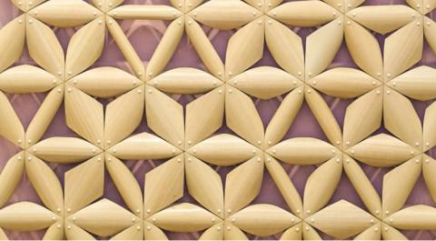 4D프린팅 기술로 만들 수 있는 주변 환경에 따라 변하는 패턴. 이러한 기술은 창문을 제작하는데에도 사용 가능해 습도가 높아지면 스스로 모양을 변형시켜 공기를 순환하거나 습도를 조절하는 역할도 가능하게 한다. ⓒvimeo.com 동영상 캡쳐(Designer: Chao Chen)/ ScienceTimes