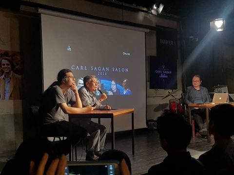 '칼 세이건 살롱2016'의 첫 번째 날. 왼쪽부터 이명현 박사, 홍승수 명예교수, 원종우씨.