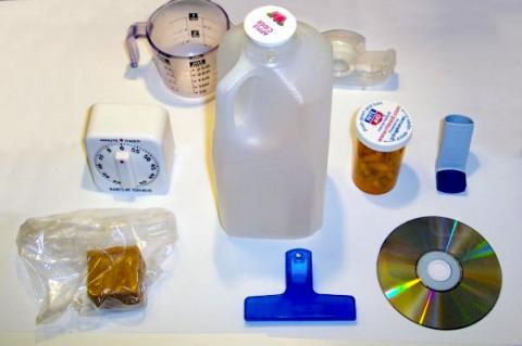 가정에서 쓰이는 각종 플라스틱 용품들. 식품 용기나 장난감 같은 플라스틱 용기에서도 내분비 교란 화학물질이 분비돼 시판 후 시간이 지남에 따라 건강에 미치는 영향도 감시해야 한다는 목소리가 높다. ⓒ Wikimedia/ ImGz