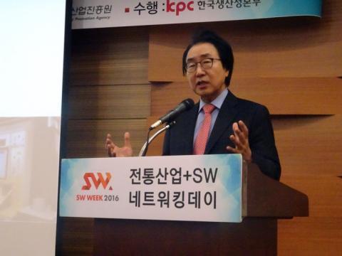 김성희 교수는 전통기업들이 변신해야한다고 생존할 수 있다고 조언하며 기술 보다는 이야기를 만드는 것에 초점을 맞추라고 조언했다. ⓒ 김은영/ScienceTimes