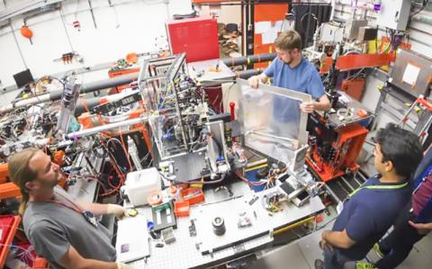 SLAC 국립가속기연구소에서의 작업 모습.  Credit: SLAC National Accelerator Laboratory