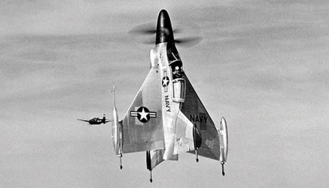 1950년대에 개발된 직립형 수직 이착륙기의 모습 ⓒ US Air Force