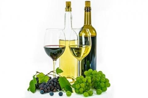와인은 식욕을 돋구는 식전주로 활용되고 있다 ⓒ free image