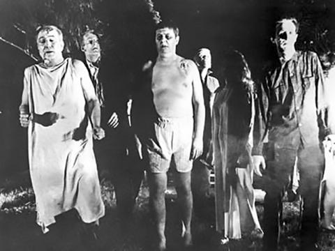 조지 로메로 감독의 영화 'Night of the Living Dead'(1968)는 현대 문화에 좀비 픽션을 도입한 선구적 작품으로 꼽힌다.  출처: Wikipedia