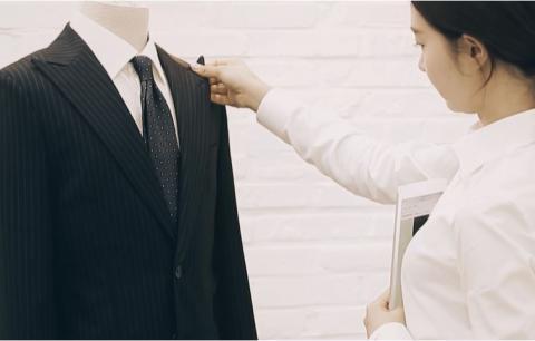 스타일리스트가 의뢰 받은 고객의 체형과 얼굴형, 피부톤, 라이프스타일에 적합한 스타일을 추천해준다. 추천받은 제품은 온라인에서 자신이 직접 3D가상 코디 솔루션으로 적용해보고 물건을 받을 수 있다. ⓒstripes.co.kr