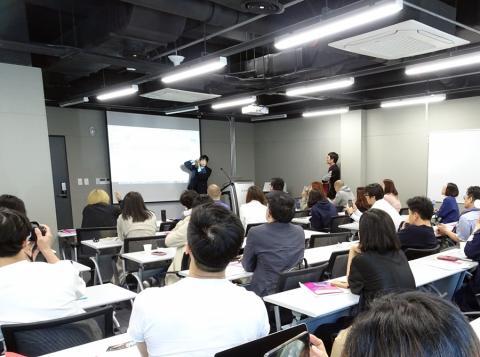 문화창조아카데미에서 '포스트 디지털 시대의 문화컨텐츠 산업'을 주제로 4월 한달동안 매주 목요일 진행하는 다다포럼의 마지막 강연은 레이 박 작가가 맡았다.