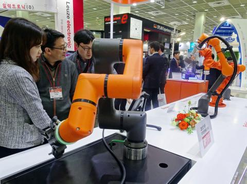 국내기업으로는 한화테크윈이 로봇에 도전장을 내밀었다.  ⓒ김은영/ ScienceTimes