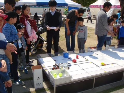 로봇을 조정해 미션을 수행하는 경연대회는 보는 즐거움도 선사했다. ⓒ 김순강 / ScienceTimes