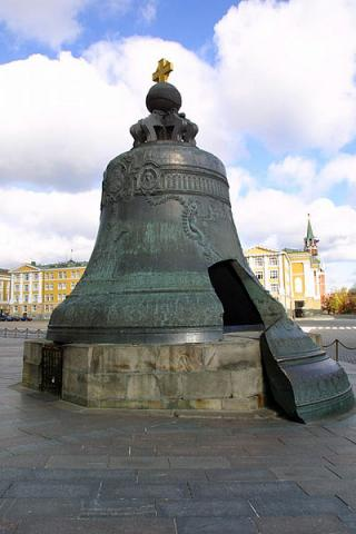크렘린궁에 전시된 세계 최대의 종. ⓒ Free photo