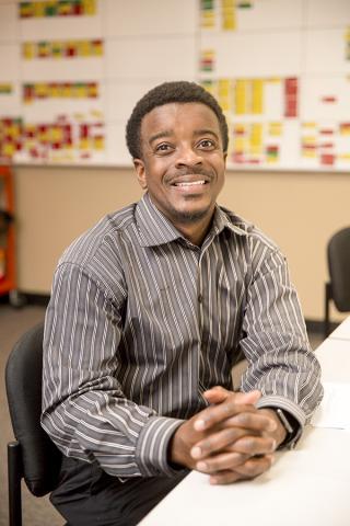 차일즈 교수는 학생들이 높은 인지능력이 요구되는 문제에 대해 관심을 보이고 질문을 통해 궁금한 점을 알게 되면 문제-해결 방법의 가치를 알게 된다고 말했다.  Credit: Texas Tech University