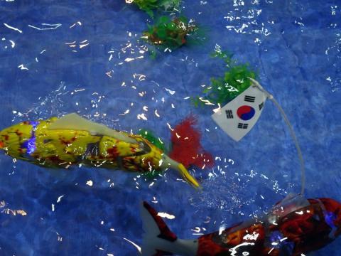진짜 물고기와 같이 헤엄칠 수 있는 전자부레를 단 로봇피쉬. ⓒ김은영/ ScienceTimes