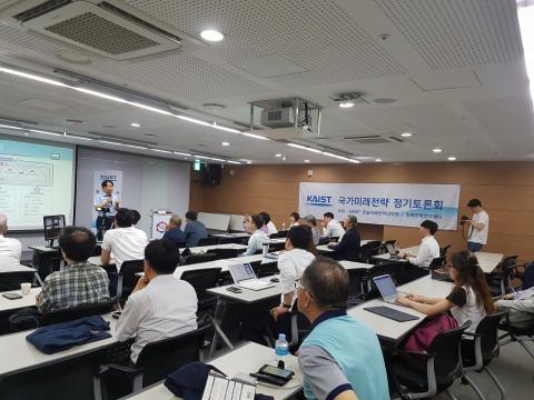 이 날 행사에서는 카이스트 김대영 교수의 강연과 김준근 KT 기가사물인터넷 단장과의 토론이 이어졌다.  ⓒ김은영/ ScienceTimes