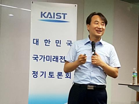 김대영 카이스트 교수는 4차산업혁명의 핵심기술인 사물인터넷은 '데이터'를 확보하는 것에서 부터 출발한다며 데이터를 확보하기 위해 글로벌 IT기업들의 경쟁이 치열하다고 전했다. 그는 데이터를 중심으로 한 플랫폼 기업을 만들기 위해 국내 기업들도 노력해야 한다고 강조했다.