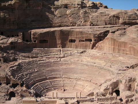 서기 1세기에 건설된 로마식 원형극장. ⓒ 위키미디어 (Douglas Perkins)