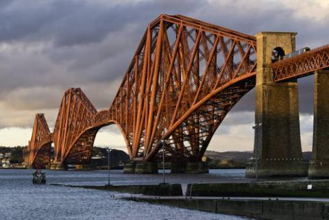 포스교는 강철로 만들어진 세계 최초의 다리다.  ⓒ Historic Scotland(Author: Duncan Peet)
