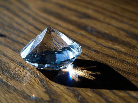 합성(인공) 다이아몬드. ⓒ Free Photo