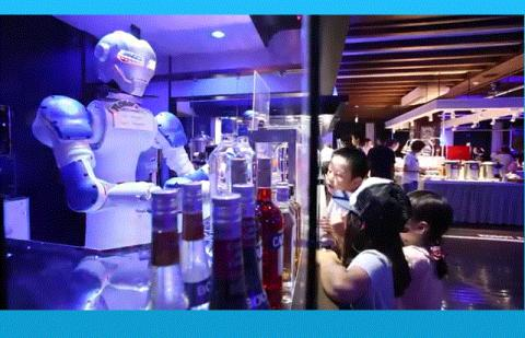 다양한 로봇을 호텔직원으로 활용하는 헨나호텔. 음료를 만들어주는 로봇은 아이들에게 인기 만점이다.  ⓒ http://www.huistenbosch.co.jp/event/robot/