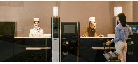 관광지에 위치한 특성에 따라 투숙객들은 로봇들을 친근하게 여기고 관광의 한 부분으로 인식하기도 한다. ⓒ http://www.huistenbosch.co.jp/event/robot/