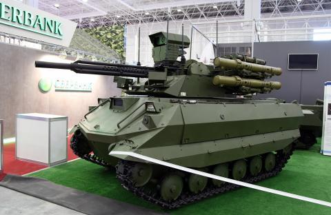사람의 통제를 받지 않고 스스로 움직이며 전투를 벌일 수 있는 '킬러 로봇' 개발 경쟁이 가열되면서 일론 머스크 등 일단의 과학자들이 무기개발을 금지해줄 것을 강력히 촉구하고 나섰다. 사진은 러시아에서 개발한 무인 탱크 '우란-9'