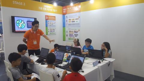 아이들이 소프트웨어 체험 프로그램에 참여하며 즐거워 하고 있다. ⓒ김지혜/ ScienceTimes