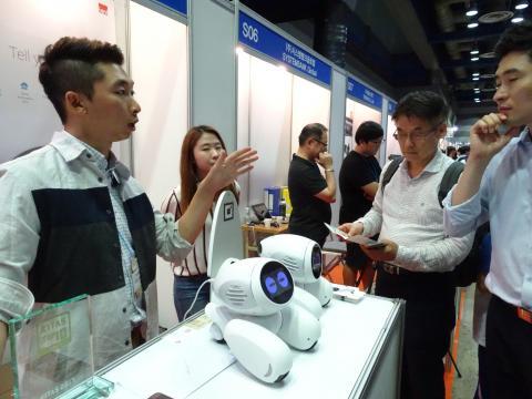 이 로봇은 '헬로 지니'라는 시동어를 통해 다양한 대화가 가능하다. ⓒ 김은영/ ScienceTimes