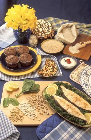 세계 여러 나라 사람을 대상으로 연구한 결과 지방과 탄수화물을 적당히 섭취하는 것이 건강에 가장 좋은 것으로 나타났다.  Credit : Wikimedia Commons / Peggy Greb