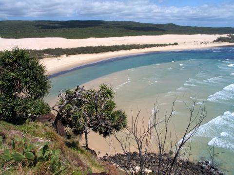 호주 퀸즈랜드주 해안을 따라 길게 뻗어 있는 프레이저 섬은 총면적 1630㎢에 이르는 세계에서 가장 큰 모래섬이다. ⓒ 위키백과 Public Domain