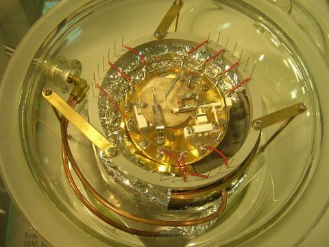 스위스IBM연구소에서 개발한 최초의 주사형 터널링 현미경. ⓒ Free photo