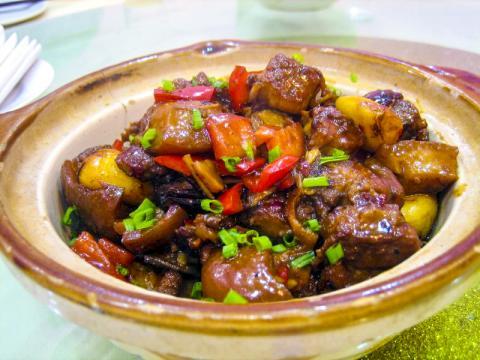 이번 연구 결과 어떤 유형의 지방이라도 심장병과 사망 위험에 직접 관련이 없는 것으로 나타났다. 사진은 마오쩌뚱이 즐겨 먹었다는 중국 후난성 돼지고기 찜 요리.  Credit : Wikimedia Commons / Prince Roy