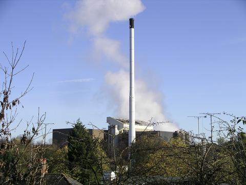 영국의 한 음식물 쓰레기 소각장. 음식물 쓰레기 소각장은 늘어나는 쓰레기 매립장을 대체하기 위한 수단의 하나다.  Credit : Wikimedia Commons / Snowmanradio