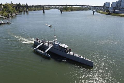 미국에서 개발 중인 자율운항 무인 함정 '시 헌터'. 지난 2016년부터 개발을 시작한 함정은 혼자 움직이면서  잠수함이 어디 있는지 파악한 후 공격이 가능하다.