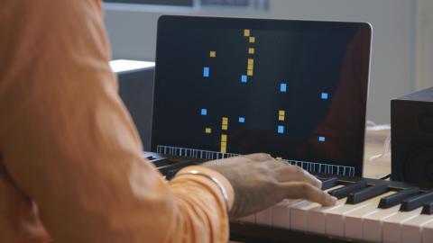 구글의 예술 창작 인공지능인 '마젠타'가 클래식 음악을 작곡하고 있는 모습. 관계자들로부터 호평을 듣고 있다.