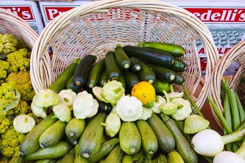 연구에 따르면  과일과 야채를 하루 서너번, 375~500g 정도 먹는 것이 좋다.