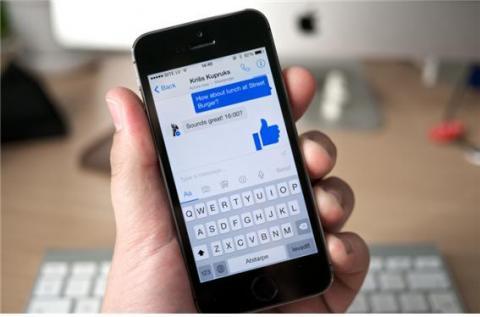 전 세계 수많은 사람들이 채팅 앱을 이용하고 있다. ⓒ Flickr