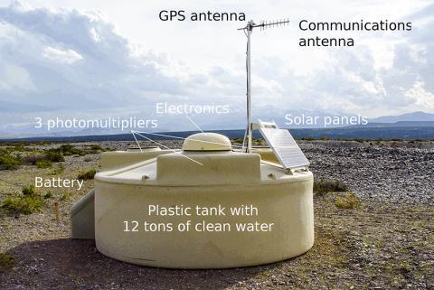 관측기기에 네번째의 광전자 배증관 튜브와 광선 충돌 감지자를 추가하고, 향상된 회로보드가 업그레이드된다.  Credit: Pierre Auger Observatory