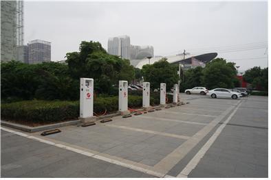 중국에서 운영되고 있는 공유 자동차 업체 소유의 차량은 100% 전기 에너지를 활용한다는 점에서 전기 충전이 간편하도록 각 주차장마다 전기 충전 시설이 설치돼 있다.  ⓒ 임지연 / ScienceTimes