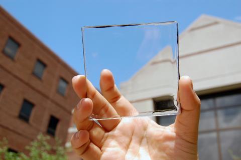 투명한 태양광 패널 ⓒ 미시건 주립대학