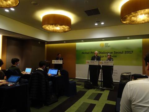 """리처드 로버츠 교수는 인터뷰를 통해 """"한국의 젊은이들의 말을 더욱 경청하고 그들에게 투자하라""""고 조언했다."""