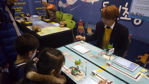 동인초등학교에서 준비한 클린도시 만들기 프로그램을 체험하고 있는 모습. ⓒ김지혜/ ScienceTimes