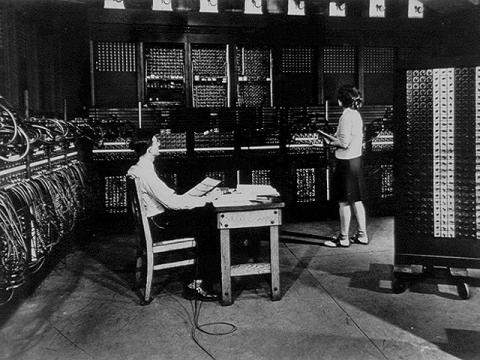수많은 진공관으로 이루어진 최초의 컴퓨터 애니악(ENIAC) ⓒ ScienceTimes