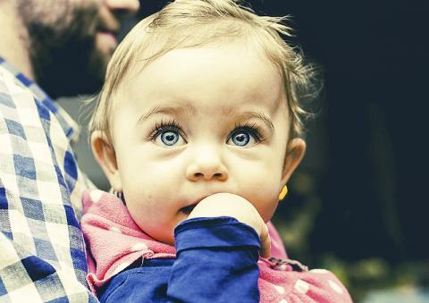 10개월 정도 된 아기들도 사람들이 목표를 이루기 위해 애쓰는 모습을 보고 사람들이 그 목표에 두는 가치를 판단한다는 연구가 나왔다.  Credit: Pixabay