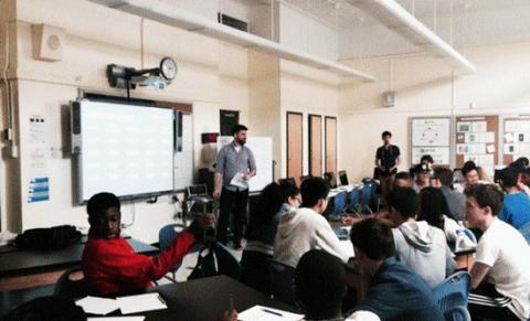 미국 뉴욕 소재 CSNYC는 뉴욕시의 110 만 명의 공립학교 학생들이 모두 고품질의 컴퓨터 과학 (CS) 교육을 받을 수 있도록 한 비영리단체이다. 미국의 모두의 컴퓨터 과학 ( http://www.cs4all.nyc ) 프로젝트를 잘 나타내준다.  ⓒ http://csnyc.org