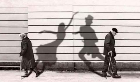 과거의 행복했던 추억만을 떠올리며 사는 무드셀라 증후군 환자들이 늘고 있다 ⓒ knhp.co.kr