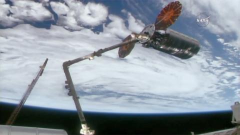 강대국들의 무기개발 경쟁으로 미래 전쟁은 무인 드론을 비롯 로봇, 사이버, 우주장비 등첨단무기가 수행할 전망이다. 사진은 NASA에서 개발한 로봇 팔.    ⓒ ScienceTimes
